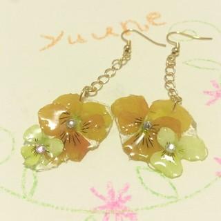 黄色とオレンジビオラピアス(ピアス)