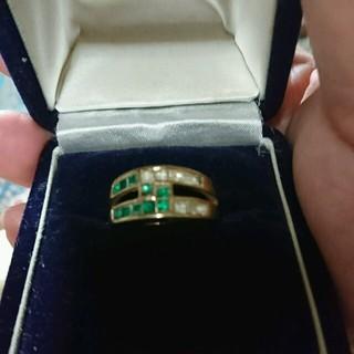 グリーンの石の付いたリング(リング(指輪))