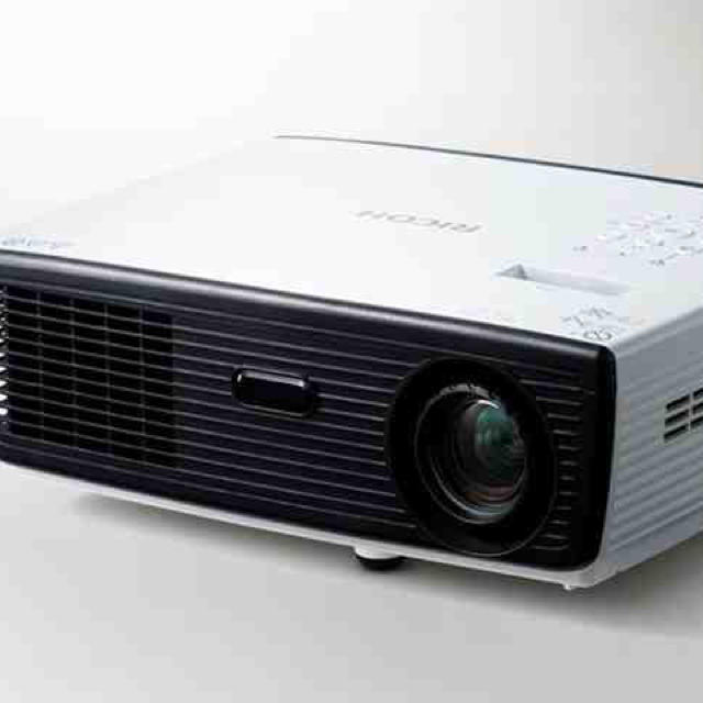RICOH(リコー)の【新品 未使用】RICOH プロジェクター WX2130B スマホ/家電/カメラのPC/タブレット(PC周辺機器)の商品写真