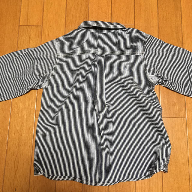 MUJI (無印良品)(ムジルシリョウヒン)の無印良品 ストライプシャツ サイズ120 キッズ/ベビー/マタニティのキッズ服 男の子用(90cm~)(その他)の商品写真