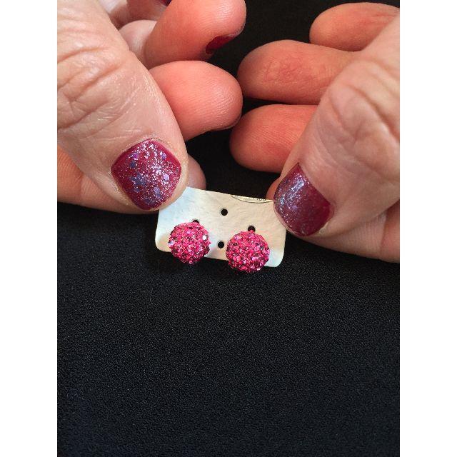 ミラーボール風ピンクピアス レディースのアクセサリー(ピアス)の商品写真