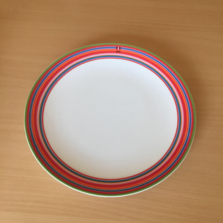 イッタラ(iittala)の新品 イッタラ オリゴ プレート お皿 26㎝ レッド 1枚(食器)