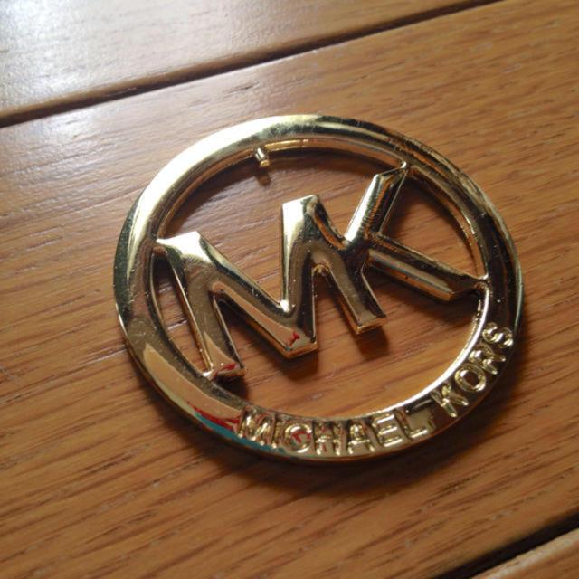16e1c449abae Michael Kors(マイケルコース)のMK ロゴ チャーム ゴールド ハンドメイドのファッション小物(