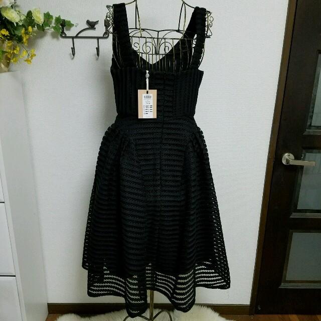 新品タグ付きブラックドレス レディースのフォーマル/ドレス(ミディアムドレス)の商品写真