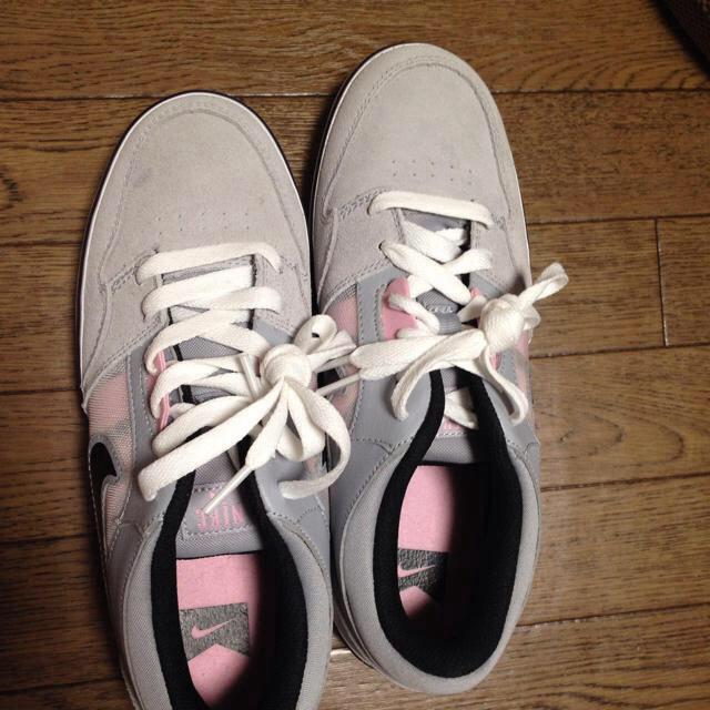 NIKE(ナイキ)のNIKEスニーカー25cm 灰色×ピンク レディースの靴/シューズ(スニーカー)の商品写真