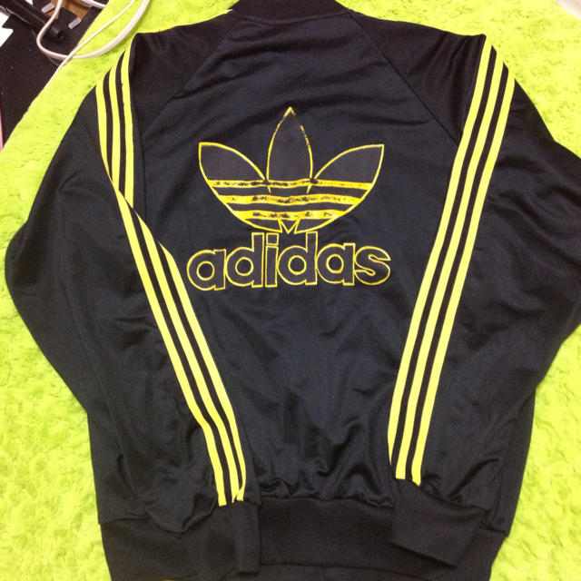 adidas(アディダス)のadidas ジャージ レディースのジャケット/アウター(ダウンジャケット)の商品写真