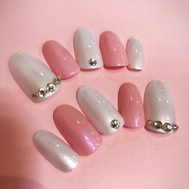 ネイルチップ ジェルネイル ピンク オーロラ ホワイト パール ハンドメイドのアクセサリー(ネイルチップ)の商品写真