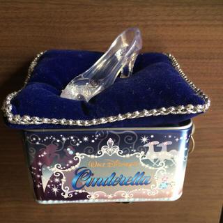 ディズニー(Disney)の【限定】シンデレラのガラスの靴モチーフがついた缶 (キャラクターグッズ)