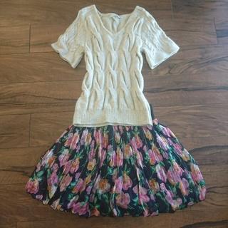 マーキュリーデュオ(MERCURYDUO)のリバーシブルプリーツフレアスカート フラワー 紺(ミニスカート)