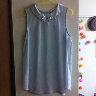 ジーユー(GU)のビジュー付きシャツトップス(シャツ/ブラウス(半袖/袖なし))