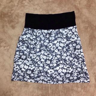 ミスティウーマン(mysty woman)の花柄♡タイトスカート(ミニスカート)