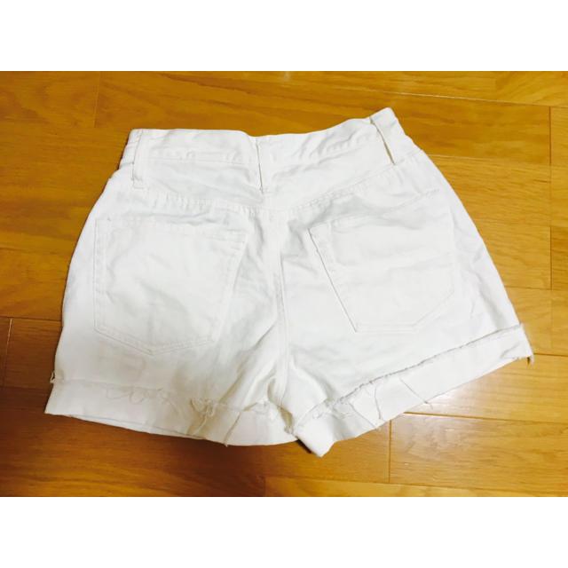 白ショーパン レディースのパンツ(ショートパンツ)の商品写真