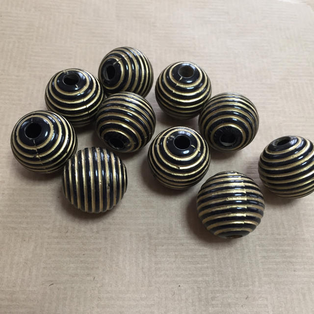 アンティークパーツ黒ボーダー10個 ハンドメイドの素材/材料(各種パーツ)の商品写真
