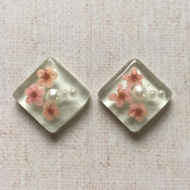 タイルイヤリング*押し花ピンク ハンドメイドのアクセサリー(イヤリング)の商品写真