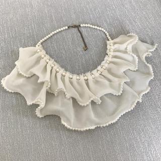 エモダ(EMODA)のEMODA パールフリル付け襟(つけ襟)