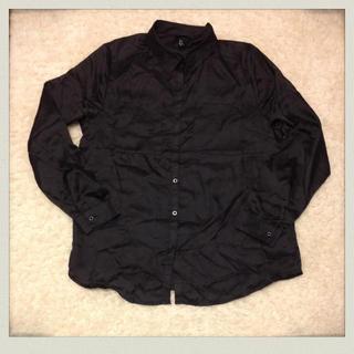 エイチアンドエム(H&M)のH&M*黒シャツ(シャツ/ブラウス(長袖/七分))