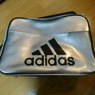 アディダス(adidas)のアディダスエナメルバック(ショルダーバッグ)