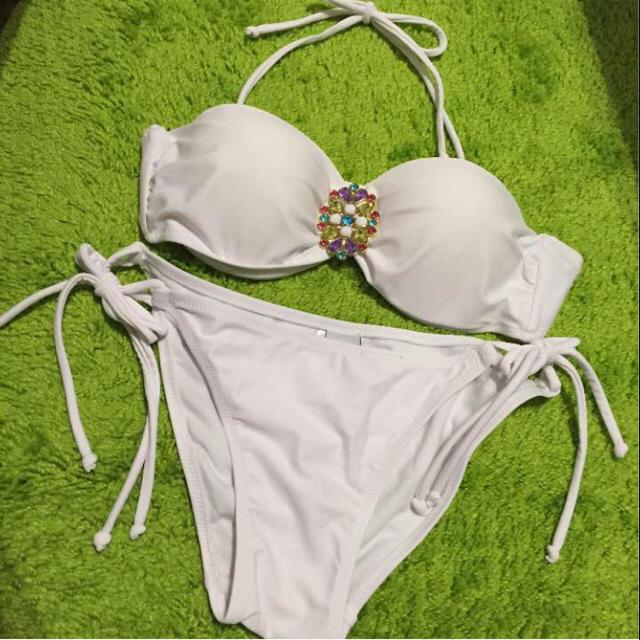 新品✩白 セパレート水着 レディースの水着/浴衣(水着)の商品写真