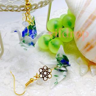 A18 青花柄 白折り鶴の和ピアス(ピアス)