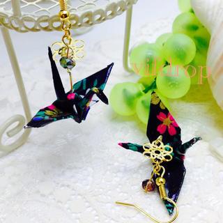 A23 花柄黒折り鶴の和ピアス(ピアス)