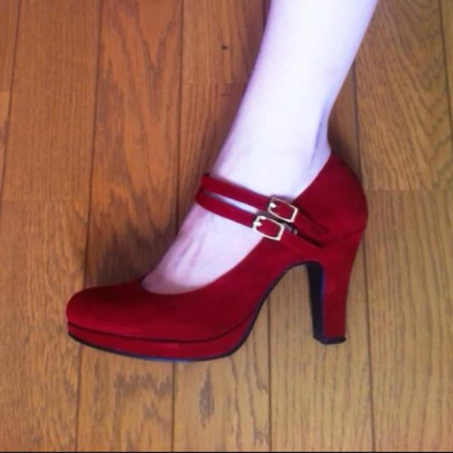赤パンプス レディースの靴/シューズ(ハイヒール/パンプス)の商品写真