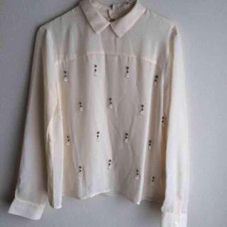 ジーユー(GU)のビジューシャツ  ビジュートップス(Tシャツ(長袖/七分))