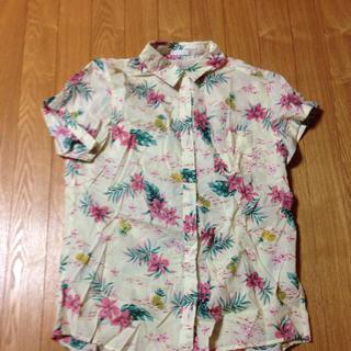 ジーユー(GU)のアロハシャツ(シャツ/ブラウス(半袖/袖なし))