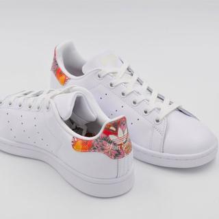 adidas スニーカー 花柄