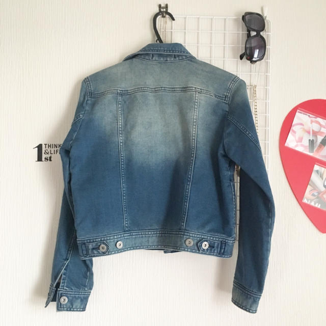GU(ジーユー)のGU 色落ちデニムジャケット レディースのジャケット/アウター(Gジャン/デニムジャケット)の商品写真