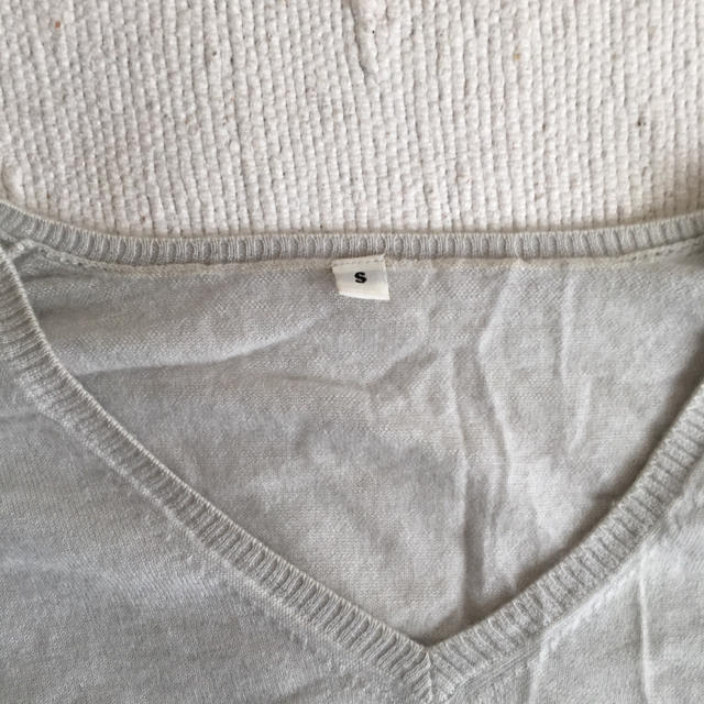 MUJI (無印良品)(ムジルシリョウヒン)の無印良品 カシミア Vネックセーター レディースのトップス(ニット/セーター)の商品写真