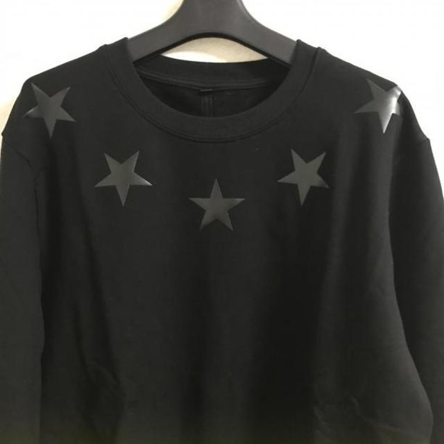 限定オールブラックスタープリント スウェット トップス高級感あり素材感サラサラ メンズのトップス(スウェット)の商品写真
