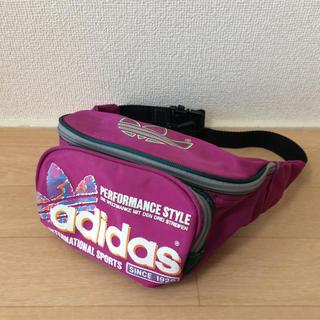 アディダス(adidas)のアディダス ウエストポーチ パープル(ボディバッグ/ウエストポーチ)