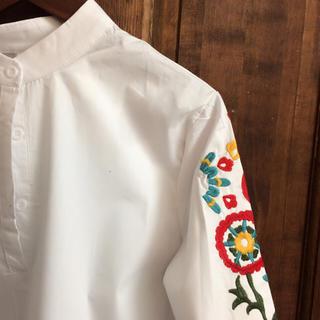 2017 トレンド 可愛い 花柄 刺繍 ブラウス Mサイズ レディースのトップス(シャツ/ブラウス(長袖/七分))の商品写真