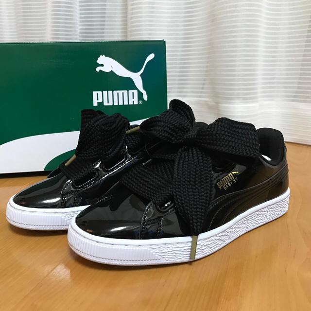 PUMA(プーマ)の最後です! 23.5 PUMA バスケットハート ブラック レディースの靴/シューズ(スニーカー)の商品写真