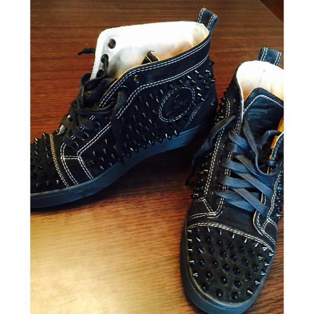 Christian Louboutin(クリスチャンルブタン)のスエードルブタンスパイクハイカット黒期間限定値下げ レディースの靴/シューズ(スニーカー)の商品写真