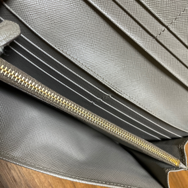 PRADA(プラダ)の【本物】プラダ サフィアーノ メタル 長財布 レディースのファッション小物(財布)の商品写真