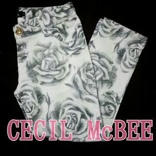 セシルマクビー(CECIL McBEE)のセシル*未使用花柄サブリナパンツ(カジュアルパンツ)