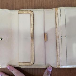 LOUIS VUITTON(ルイヴィトン)のルイヴィトン マルチカラー 財布 白 三つ折り レディースのファッション小物(財布)の商品写真