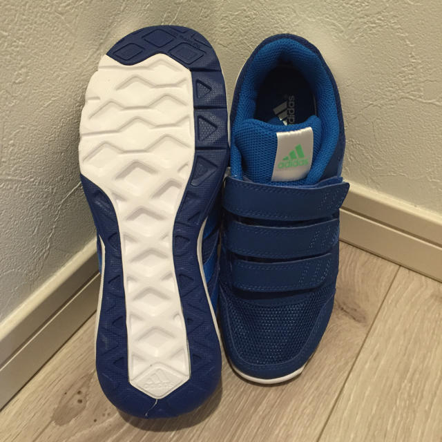 adidas スニーカー 20