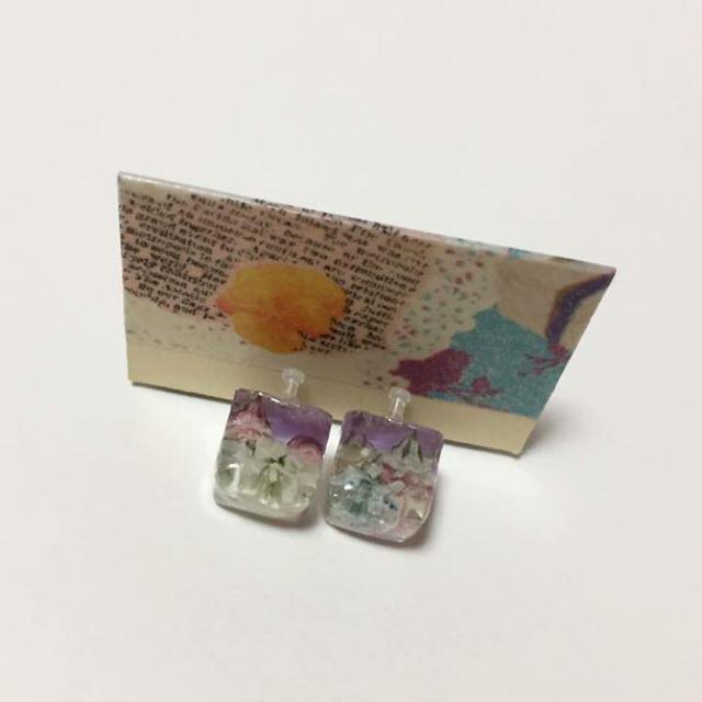 hand made❤︎春色キューブお花畑 クリアパープル ノンホールピアス ハンドメイドのアクセサリー(イヤリング)の商品写真