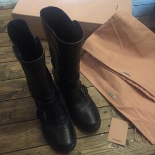 ミュウミュウ(miumiu)のミュウミュウのブーツ定価18万MIUMIUロンハーマン伊勢丹シャネル プラダ(ブーツ)