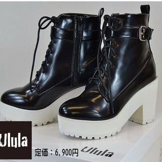 ウルラ(Ulula)の新品 未使用 ショートブーツ ベルトモチーフ 8.5cmヒール(ブーツ)