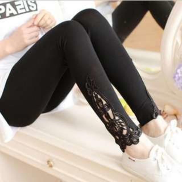 レディース 刺繍 レース 付き レギンスパンツ (ブラック) レギンス スパッツ レディースのレッグウェア(レギンス/スパッツ)の商品写真