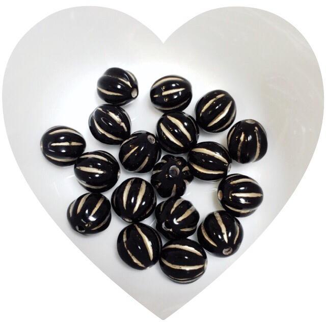 アクリルビーズ セラミックカラー 筋入り 丸玉ブラック ハンドメイドの素材/材料(各種パーツ)の商品写真