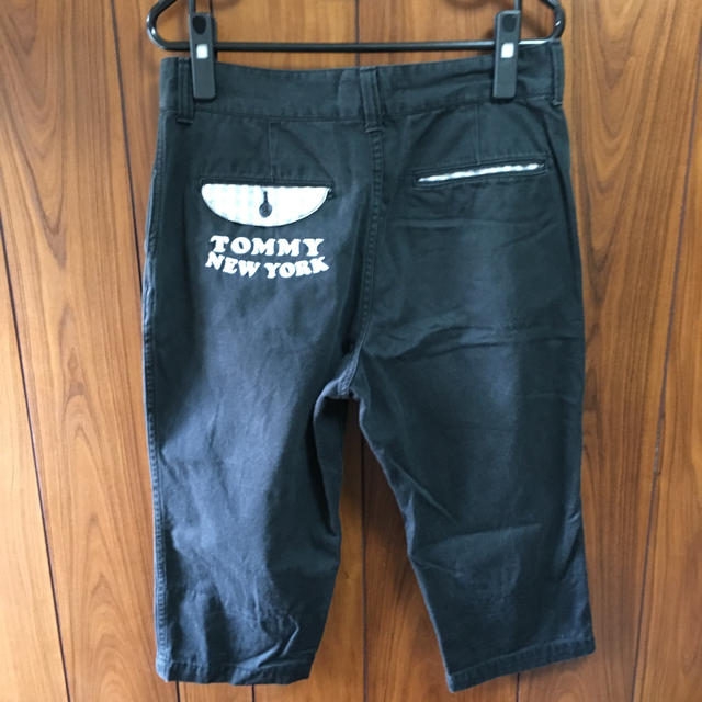 TOMMY(トミー)のTOMMY トミー 男女兼用 Mサイズ ブラックカラー 刺繍ショートパンツ正規品 メンズのパンツ(デニム/ジーンズ)の商品写真