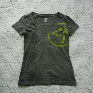 ズンバ(Zumba)のズンバ公式Tシャツ XSサイズ グレー Vネック(トレーニング用品)