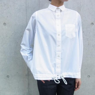 サカイラック(sacai luck)のsacai luck 裾しぼりAラインシャツ ホワイト(シャツ/ブラウス(長袖/七分))