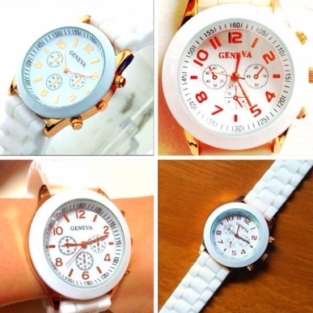 大人気*腕時計*ホワイト レディースのファッション小物(腕時計)の商品写真