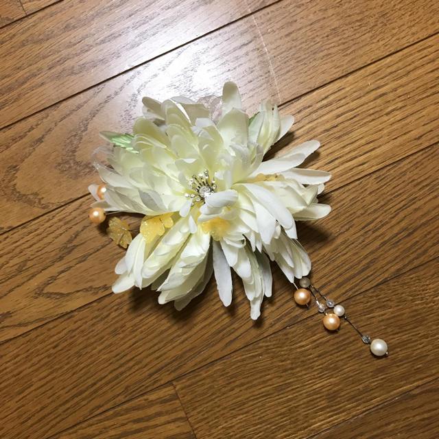 【新品】髪飾り ホワイト ヘアアクセサリー 浴衣、着物に! レディースの水着/浴衣(和装小物)の商品写真