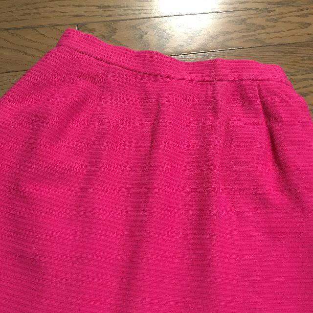 Yves Saint Laurent Beaute(イヴサンローランボーテ)のイヴ・サンローラン ピンクカラー 膝丈スカート レディースのスカート(ひざ丈スカート)の商品写真